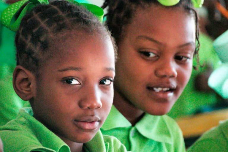 Niñas haitianas en clase